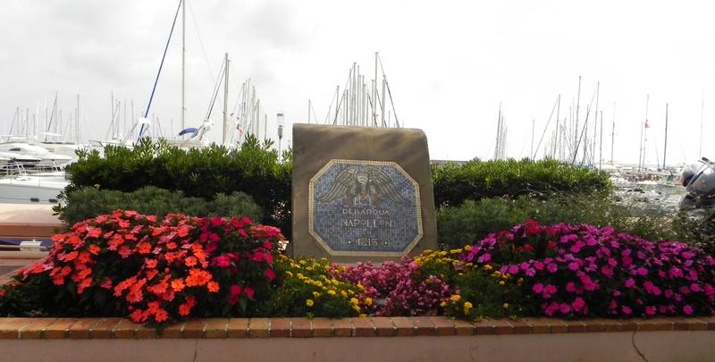 Памятник в честь высадки Наполеона