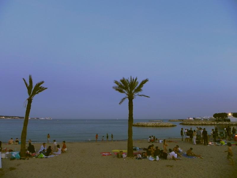 французы на пляже