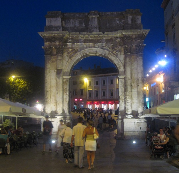 Пула триумфальная арка