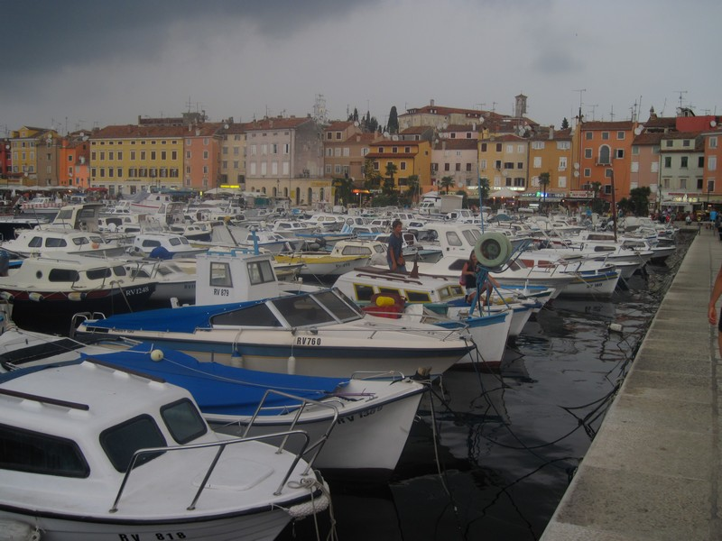 лодки у набережной