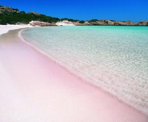 Пляж розового цвета