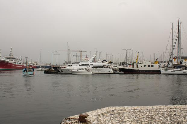 в порту есть и марина для яхт