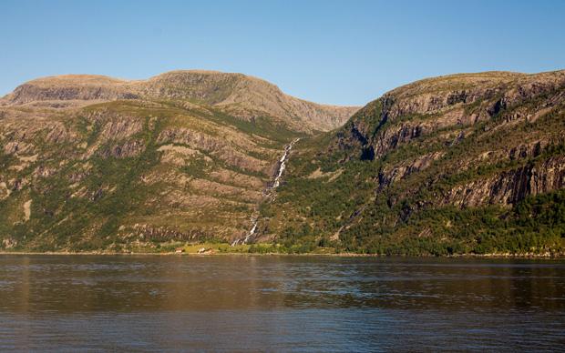 Водопадик во фьордах