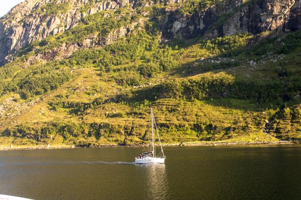Яхта в норвежских фьродах