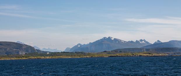 Горы во фьордах Норвегии