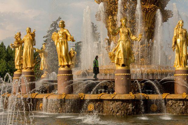 фигура в фонтане