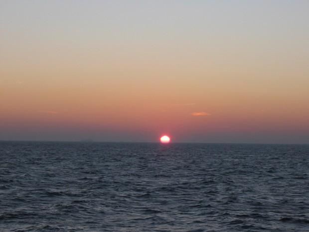 Очередной закат в море.