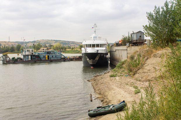 У причала в порту Калач.